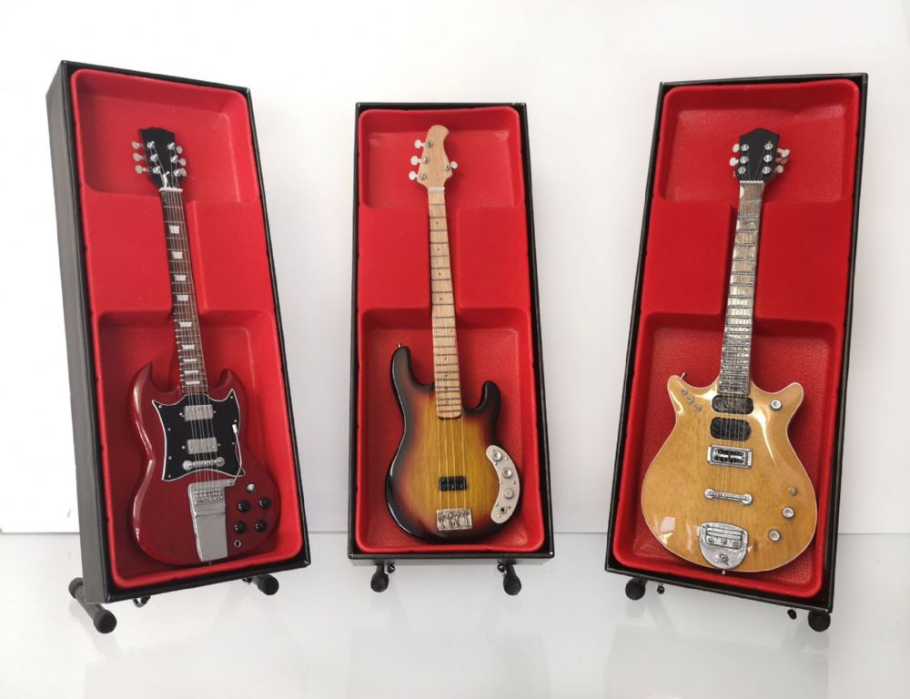 (AC/DC) (Angus Young, Malcolm Young, Cliff Williams) - Miniature Guitar Set